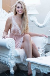 Hot Blonde Russian Escort Holly Enjoy Fabulous Time Barsha Heights Dubai UAE