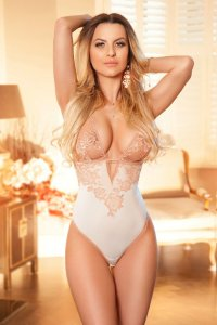 Busty Polish Escort Julissa New Girlfriend Experience Abu Dhabi