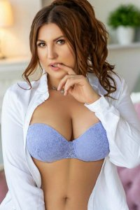 Full Service Escort Unnur Sexy Big Beautiful Woman Dubai