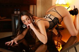 Sexy Czech Escort Girl Mona Has A Few Tricks To Surprise You Tecom Dubai Photo 4